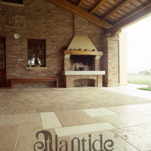 Base and shelves of a fireplace in stone and floor of Lessinia stone polished and treated - Ref. 014