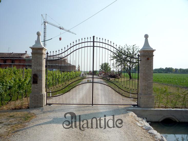 Elementi decorativi atlantide marmi for Colonne in pietra per cancelli