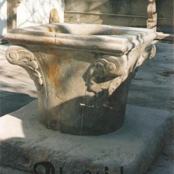 Riproduzione di pozzo veneziano anticato - Rif. 035